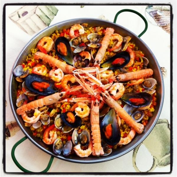Paella Marinera O Paella De Mariscos Un Banchetto Per Gli Dei
